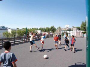 camping-vendee-activite-exterieure-football-saint-jean-de-monts-Les-Places-Dorees
